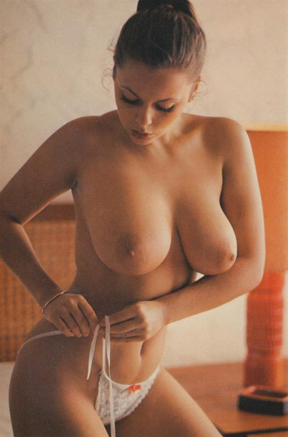 Joanne Latham Nude - 9 Pictures Rating 95210-8750