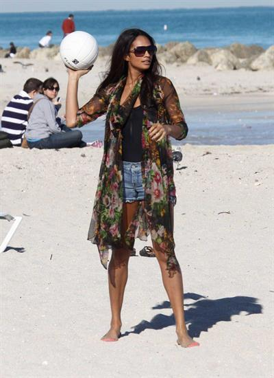 Alesha Dixon - Soaking in the sun in South Beach - FL - 15-12-10 (bikini)