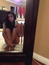 Gabrielle Union taking a selfie