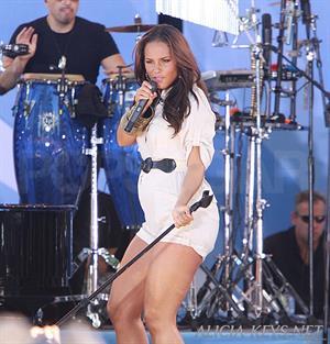 Alicia Keys performing on Good Morning America on June 25, 2010