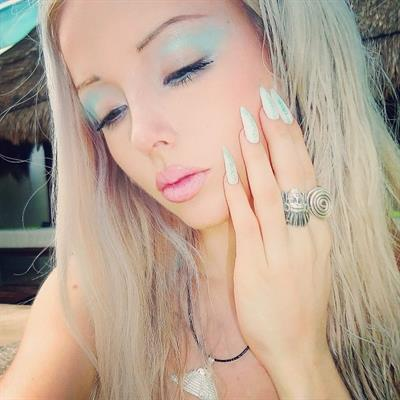 Valeria Lukyanova taking a selfie