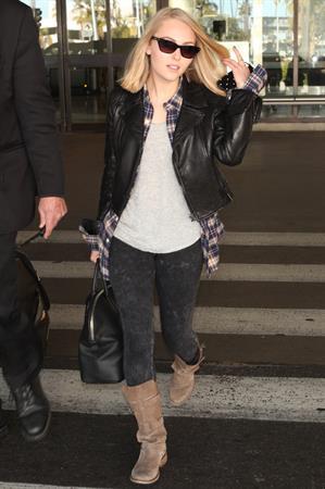 AnnaSophia Robb – at LAX Airport 1/12/13