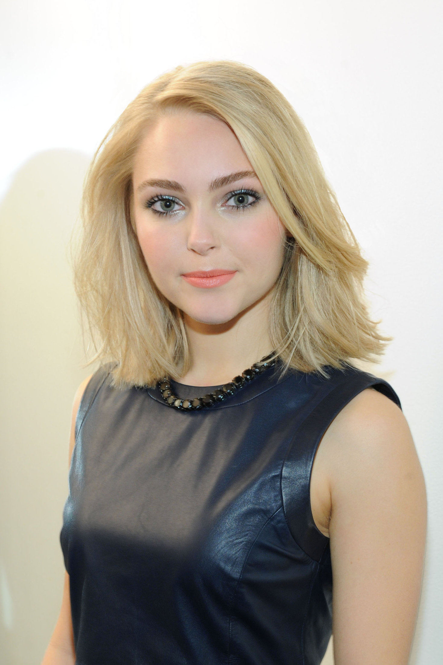 AnnaSophia Robb - Portraits At The Today Show In New York January 24, 2013