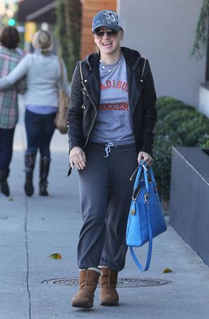 Anna Faris Stops by Salon Benjamin in West Hollywood (November 20, 2012)