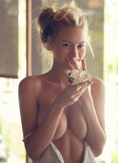 Bryana Holly for Treats Magazine (16 pictures)