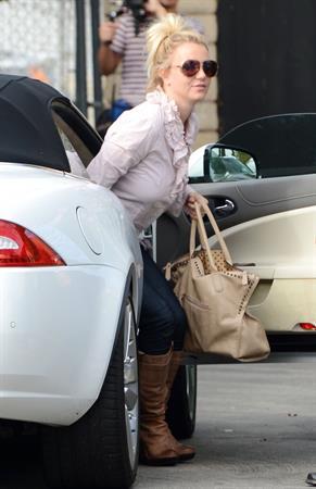 Britney Spears leaving dance studio in Sherman Oaks, on October 24, 2013