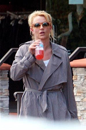 Britney Spears Heads to an appointment in Calabasas, California (November 17, 2012)