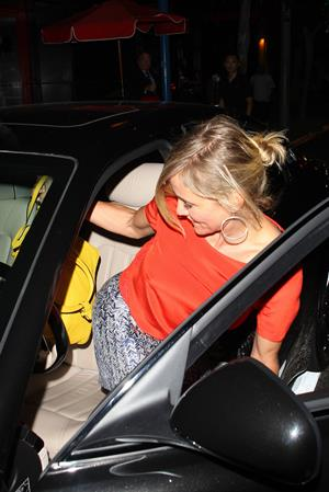 Cameron Diaz - West Hollywood, CA -Leaves Mercato di Vetro Restaurant after a business dinner with a male friend - August 8, 2012