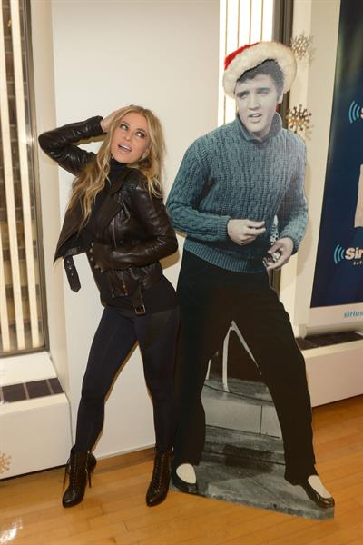 Carmen Electra Enters the Sirius M Studios in New York 05.12.12