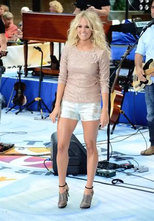 Carrie Underwood - LIVE at NBC's Today show - NYC - August 15, 2012