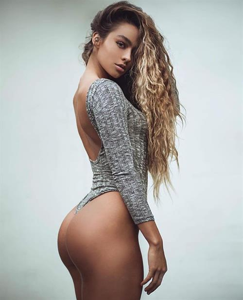 Sommer Ray - ass