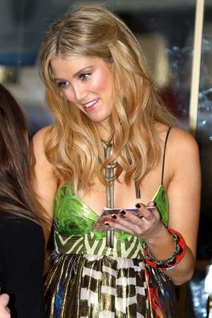 Delta Goodrem Channel 7 Sunrise Studio in Sydney - October 29, 2012