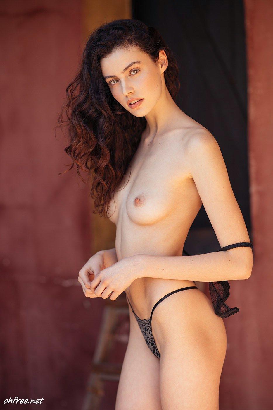 amateur sera nude