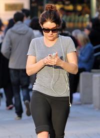 Emilie de Ravin Heads out for a power walk in Vancouver (October 6, 2012)
