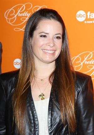 Holly Marie Combs  Pretty Little Liars  Halloween Episode Premiere (Oct 16, 2012)