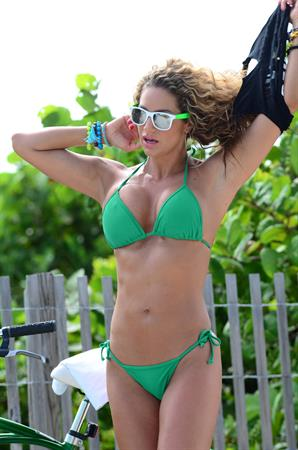 Jennifer Nicole Lee - bikini candids in Miami Beach August 15 2012