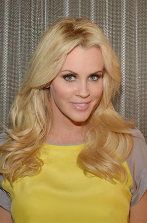Jenny McCarthy At the Chicago Sun Times in Chicago (November 14, 2012)