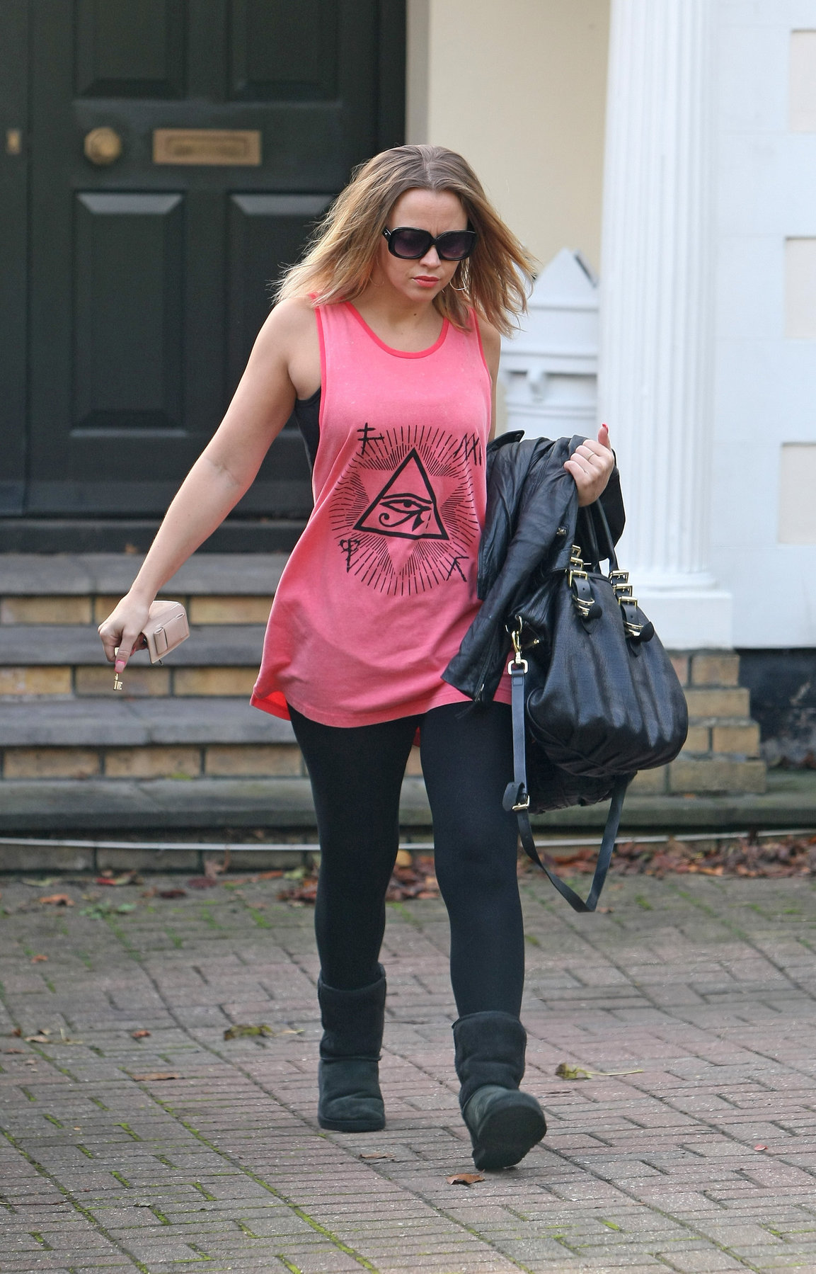 Kimberley Walsh Leaving her london home - October 9, 2012
