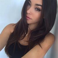 Madison Beer taking a selfie