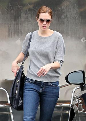Mandy Moore - Stopping By A Dry Cleaners - August 25, 2012