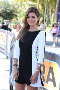 Maria Menounos – on  Extra  set 9/26/13