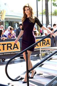 """Maria Menounos – """"Extra"""" set candids in LA 10/17/13"""