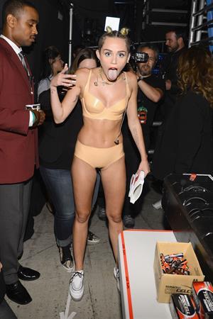 Miley Cyrus - 2013 MTV Video Music Awards 8/25/13