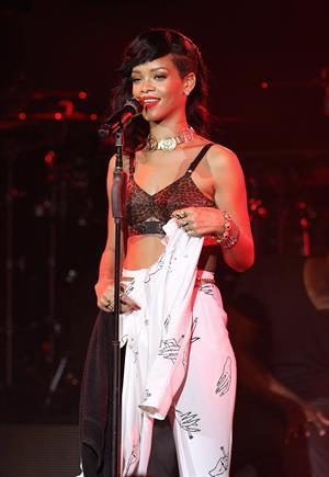 Rihanna Performing during 777 Tour in London, England (November 19, 2012)