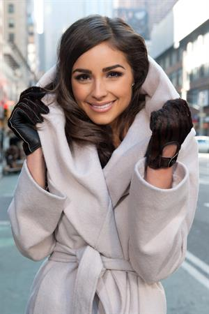 Olivia Culpo Visits 'Extra' in NYC (Jan 3, 2013)
