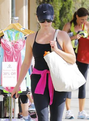 Reese Witherspoon on her way to the gym in Brentwood on May 30, 2013