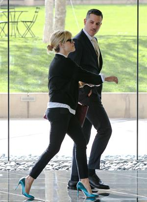Reese Witherspoon Heads out for lunch in Beverly Hills (November 14, 2012)