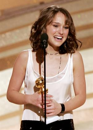 62nd Annual Golden Globe Awards.  Natalie poses with the award she won for best supporting actress for her work in  Closer.  Beverly Hills, California Sunday, Jan. 16, 2005