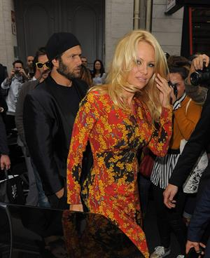 Pamela Anderson arrives at the Vivienne Westwood show at Paris Fashion Week September 28-2013