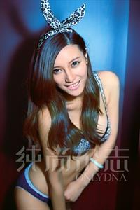 Xu Qian Er in lingerie
