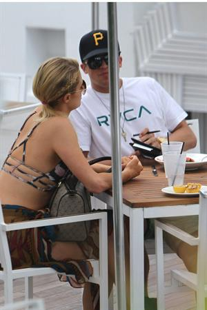 Paris Hilton lunch in Miami December 10-2012