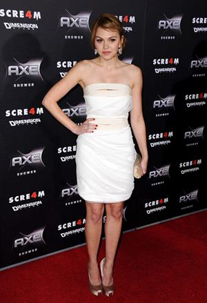 Aimee Teegarden Los Angeles premiere of Scream 4 at Graumans Chinese Ttheatre on April 11, 2011
