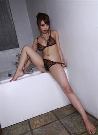 Syunka Ayami in lingerie