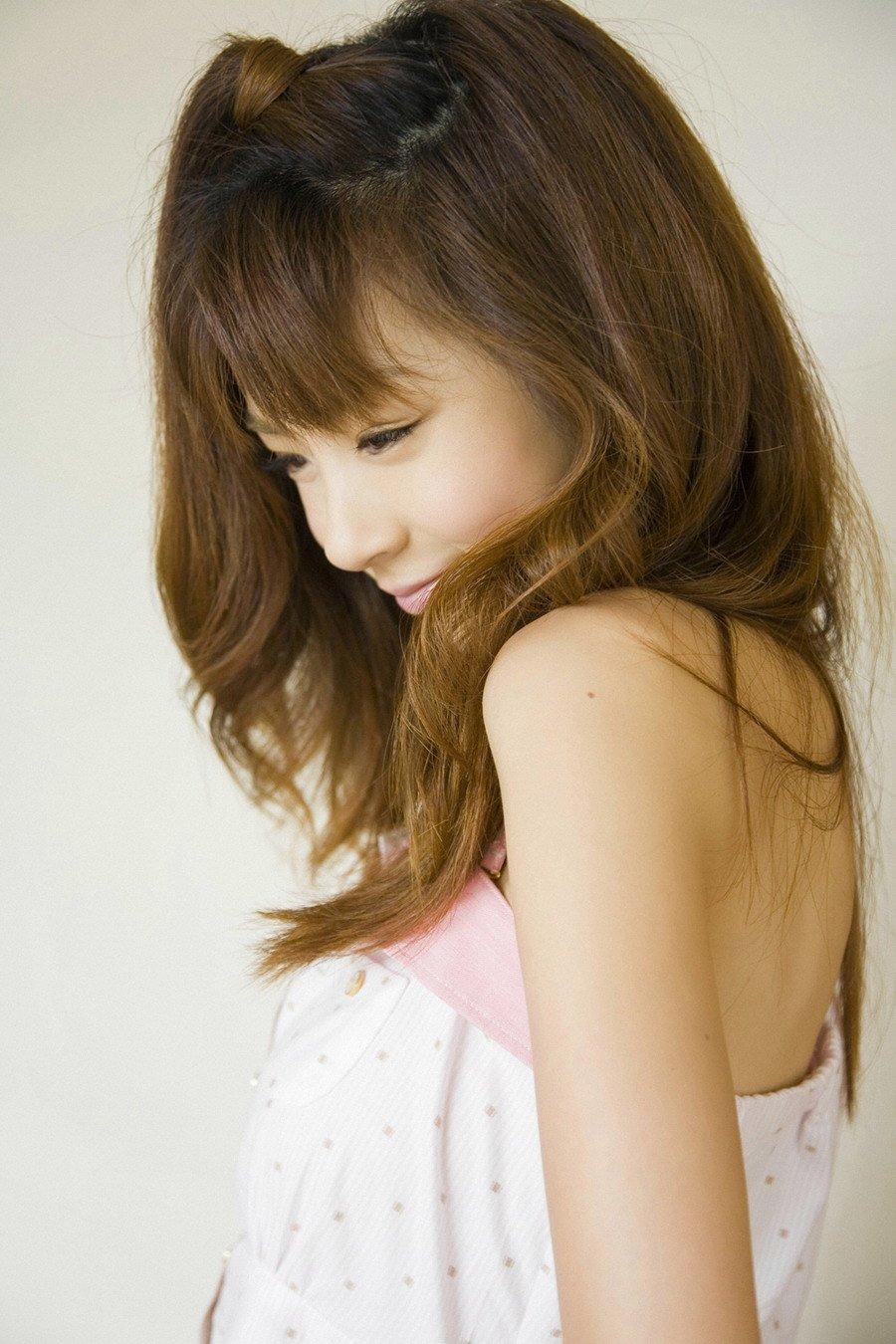 Aki Hoshino Pictures