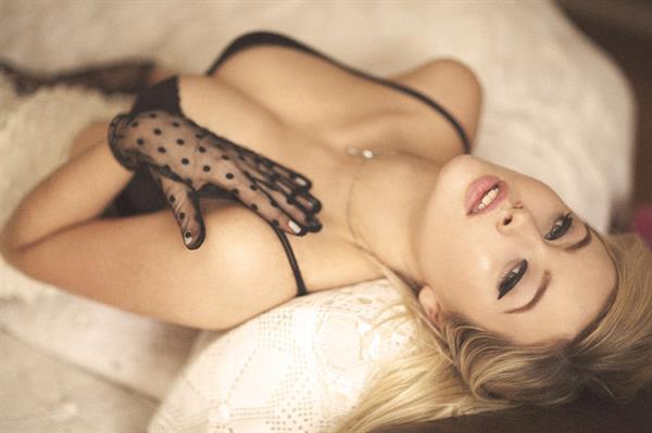 Simone Holtznagel in lingerie