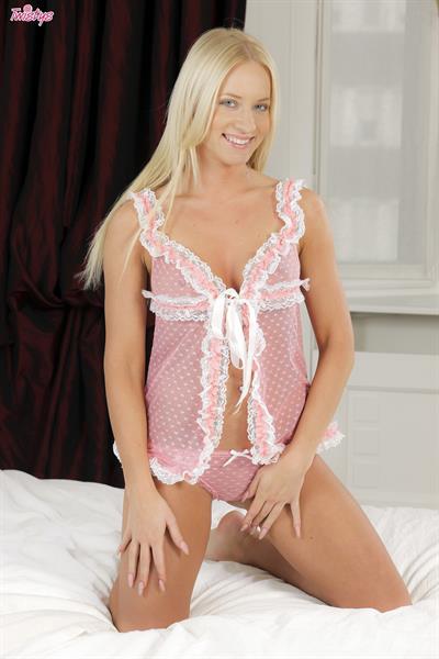 Kiara In Pink.. featuring Kiara Lord | Twistys.com