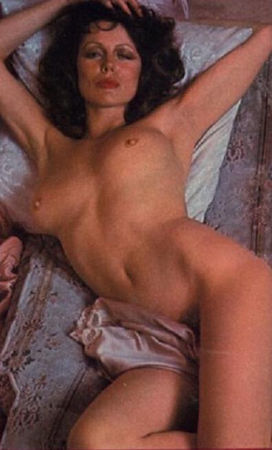 Leah Lewis  nackt
