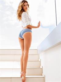 Doutzen Kroes in lingerie - ass