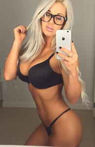 Laci Kay Somers taking a selfie