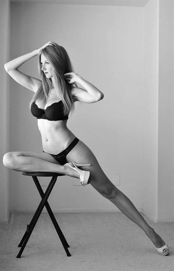 Inessa Chimato in lingerie