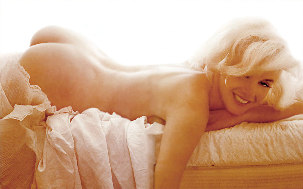 marilyn-monroe-naked-in-pink-fired