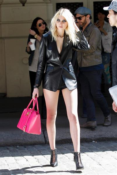 Taylor Momsen on the set of an untitled Tomomi Itano Music Video (09.04.2013)
