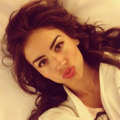 Jessica Cediel taking a selfie