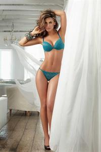 Jessica Cediel in lingerie