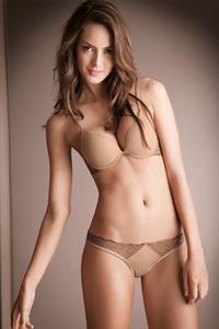 Macri Elena Vélez in lingerie