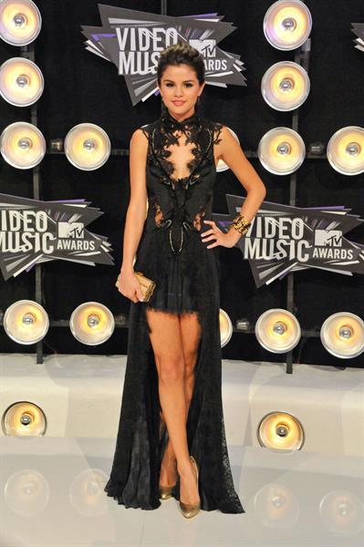 Selena Gomez 2011 MTV video music awards on August 28, 2011